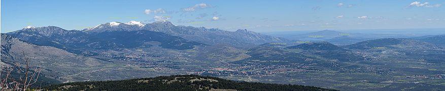 Guadarrama, panorámica desde Cabeza Lijar, con rótulos identificativos.jpg