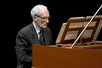 https://upload.wikimedia.org/wikipedia/commons/thumb/c/cf/Gustav_Leonhardt.jpg/350px-Gustav_Leonhardt.jpg