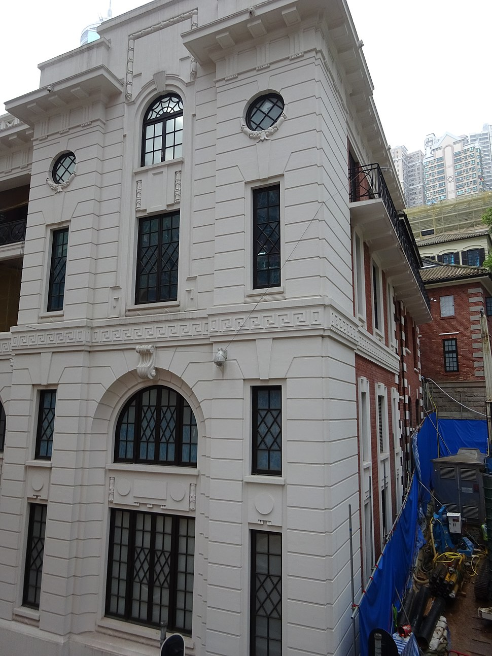 HK Central 舊中區警署 Central Police Station facade 10 Hollywood Road Jan-2016 Old Bailey Street Central-Mid-Levels escalators view