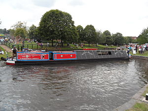 Hadar (narrowboat) - Hadar manoeuvring at reopening of the Droitwich Canals in 2011