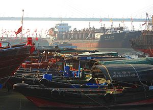 Haikou New Port - Image: Haikou New Port various boats and ships 04