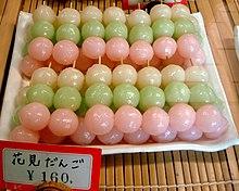 Et eksempel på wagashi er dango , her til hanami i kyoto