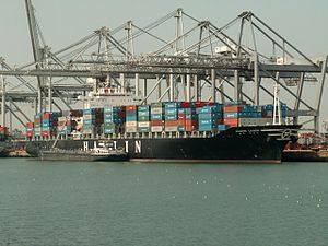 Hanjin Lisbon IMO 9248148, at the Amazone harbour, Port of Rotterdam, Holland 04-May-2006.jpg