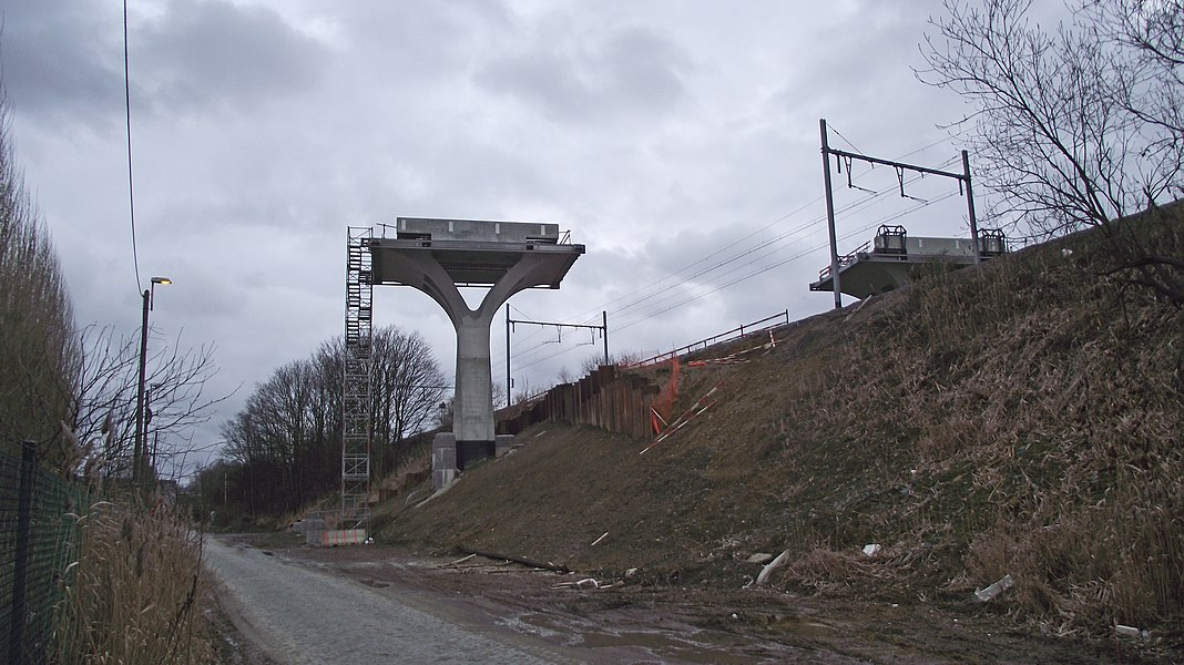 Construction viaduct support for railwayline 25N (diabolo project) in Haren over the railwayline 26.