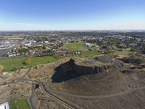 Hermiston, Oregon - The Hermiston Butte features several easy hiking trails accessible from Butte Park, the Hermiston Family Aquatic Center, and Good Shepherd Medical Center