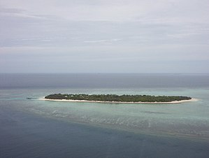 Heron Island (Queensland) - Heron Island from helicopter, looking north-northeast.