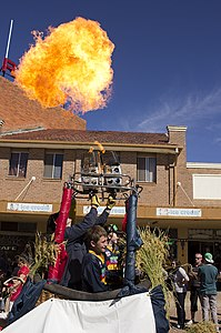 Hot air balloons in the SunRice Festival parade in Pine Ave (12).jpg