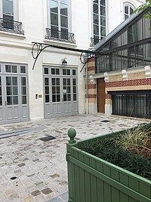 L'Hôtel Cromot du Bourg (Hofseite), Paris, 9 rue Cadet. Hier, in den Salons der Firma Pleyel (erste Etage), gab Chopin am 25. Februar 1832 sein erstes Konzert in Paris. Die Räume sind erhalten geblieben. (Quelle: Wikimedia)