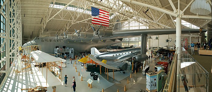 Panorama van het Evergreen Aviation Museum met de Hughes H-4 Hercules (Spruce Goose)