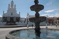 Iglesia y plaza central de Sangolquí.jpg