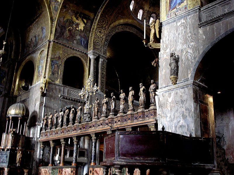 L'iconostase, ornée de sculptures de Dalle Masegne (1394)