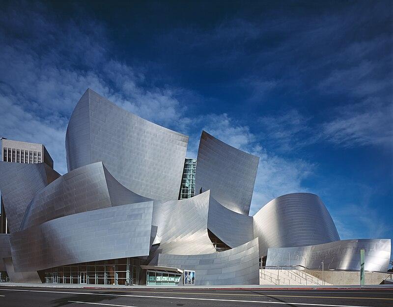 ステンレスの曲線が美しいウォルト・ディズニー・コンサートホールの参考画像