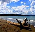 Impregnado de colores armoniosos acá, en la playa de Baracoa - panoramio.jpg