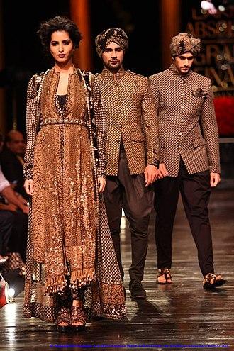 Sabyasachi Mukherjee - Image: In Sabya Sachi Couture at Lakme Fashion Week's Grand Finale, by Sou Boyy, Sourendra Kumar Das