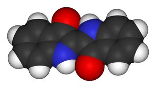 Indigo-molekylen är helt plan, och kväve- och syreatomerna kan bara delta i vätebindningar med varandra. Därför är indigo svårlösligt i vatten.