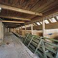 Interieur, overzicht paardenstal met voergang - Groningen - 20366351 - RCE.jpg
