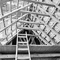 Interieur kap, kapconstructie, tijdens restauratiewerkzaamheden - Bornwird - 20329562 - RCE.jpg