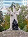Janusz Korczak monument Warsaw 02.jpg