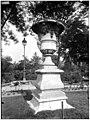 Jardin des Tuileries - Vase - Paris 01 - Médiathèque de l'architecture et du patrimoine - APMH00037543.jpg