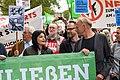 Jasmin Tabatabai, Prof. Steffen Prowe und Jürgen Trettin bei der Demo für die Schließung Tegels (49064684938).jpg