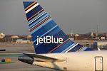 JetBlue EMB-190 (N337JB) (13327903403).jpg