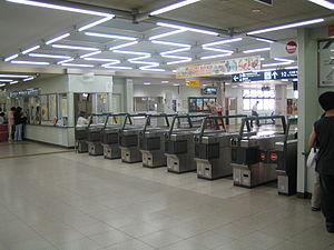 Jingū-mae Station - The ticket barriers