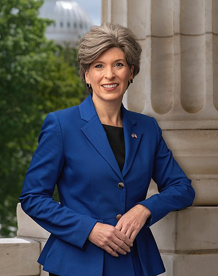 Joni Ernst official portrait.