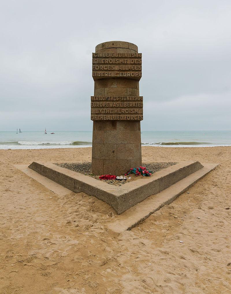 Juno Beach monument Graye sur Mer.jpg