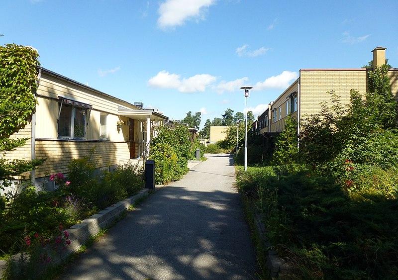 Kälvesta Björnidevägen 2012 03.jpg