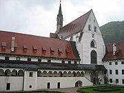 Kartause Gaming Kirchenfassade und Arkadenhof