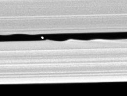 Image illustrative de l'article Daphnis (lune)