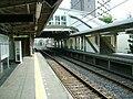 Keisei-main-line-Koiwa-station-platform.jpg