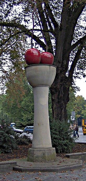 Thomas Schütte - Kirschensäule (Cherry Column) at Skulptur Projekte Münster