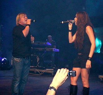 "Kurt Nilsen - Kurt Nilsen and Marion Raven performing ""It's All Coming Back to Me Now"" at Tusenfryd amusement park for employees of StatoilHydro, 22. August 2007."
