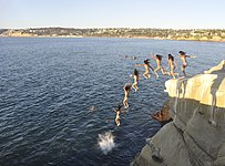 La Jolla Cove cliff diving - 02.jpg