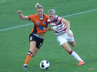 Larissa Crummer - Crummer (left) playing for Brisbane Roar in 2014