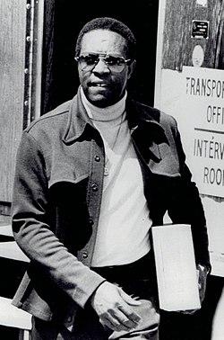 Lee Elder 1975.jpg