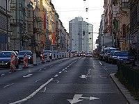 Legerova od náměstí I. P. Pavlova, havárie vodovodu, hotel Forum.jpg