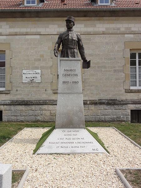 Les Éparges (Meuse) Statue-buste Maurice Génevoix