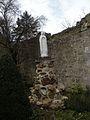 Liancourt-Saint-Pierre vierge devant église.JPG