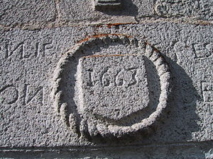 Ambrugeat - Image: Linteau XVIIème (maison Mazaud à Besse)