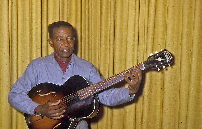 File:Lonnie Johnson at my place 1960.jpg