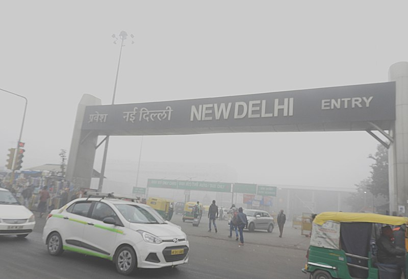 File:Low visibility due to Smog at New Delhi Railway station 31st Dec 2017 after 9AM DSCN8829 1.jpg