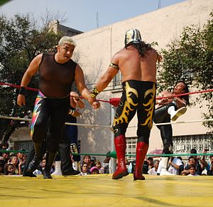 Shocker (wrestler) - Shocker with Último Guerrero at a community event in Colonia Obrera sponsored by Fundación Expresa