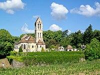 Luzarches (95), église St-Côme-St-Damien depuis le chemin de la Paroisse.jpg