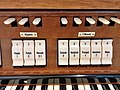München-Harlaching, Klinikum Schuster-Orgel (Spieltisch) (4).jpg