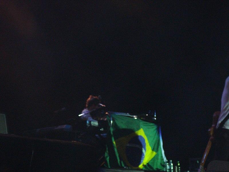 File:Maroon 5 @ HSBC Arena (3011386995).jpg