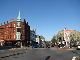 Medford Square, au carrefour de Main Street, High Street, Forest Street, Salem Street, Riverside Avenue et Ring Road