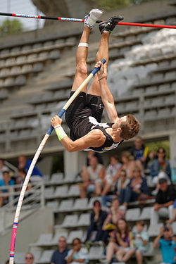Théo Mancheron competes in the men's decathlon pole vault final