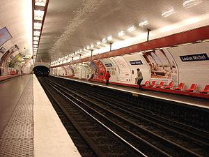 Louise Michel (Paris Métro) - Image: Metro Paris Ligne 3 station Louise Michel 01